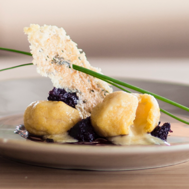 Bildmotiv für CAMBOZOLA polenta gnocchi with radicchio jam