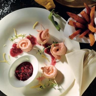 Bildmotiv für Pochierter Lachs mit CAMBOZOLA Mayonnaise und Süßkartoffel-Pommes