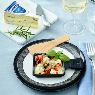 Bildmotiv für CAMBOZOLA Raclette Pfännchen mit Tomaten und Pilzen
