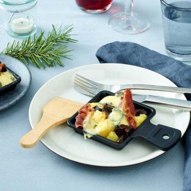 Bildmotiv für CAMBOZOLA Raclette Pfännchen mit Kartoffeln, Speck und Pflaumen