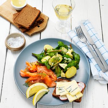 Bildmotiv für Geräucherter Lachs mit warmem Kartoffelsalat und CAMBOZOLA