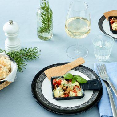 Bildmotiv für CAMBOZOLA Tomato Mushroom Raclette Skillets