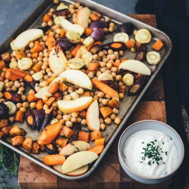 Bildmotiv für Herbstliches Ofengemüse vom Blech mit CAMBOZOLA-Dip